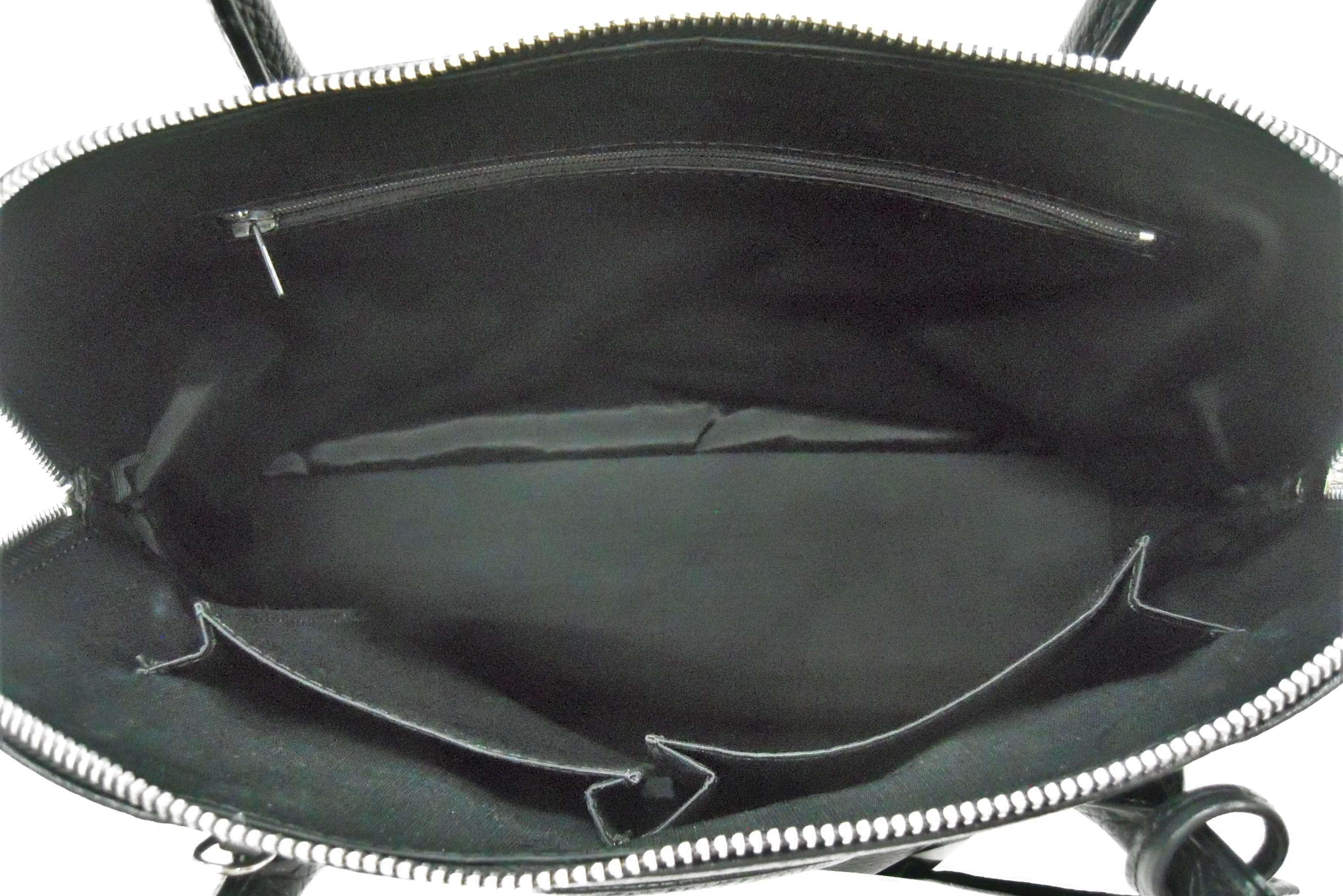 ノーブランド ボリード風のバッグの内側交換とポケットサイズ変更|<p>合皮の内張りがボロボロになってしまったため布地で張り替え。一旦全て解体し型紙から作製しますので、ついでにスマホが入るようにポケットのサイズ変更も行いました。</p>