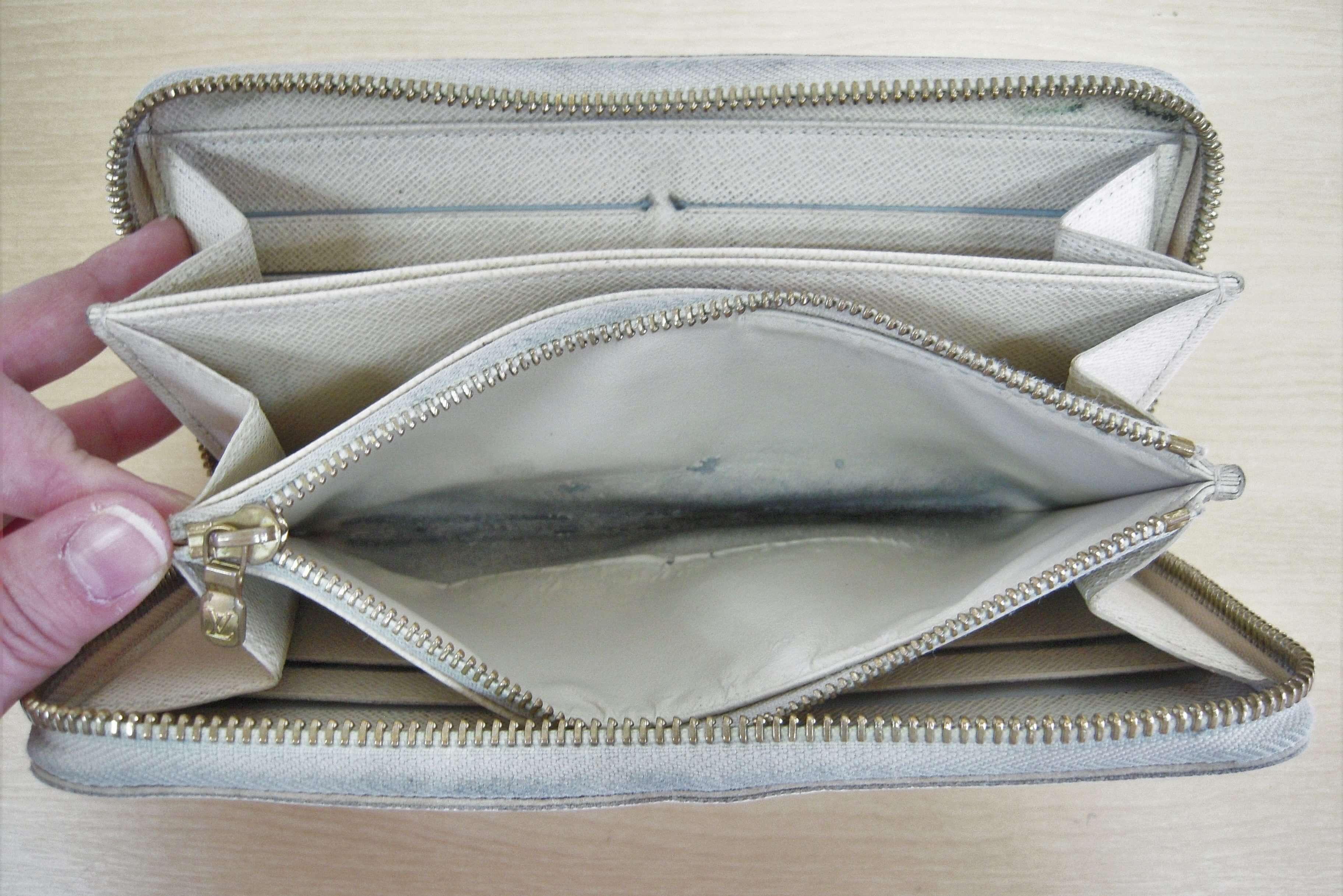 ルイヴィトン ジッピーウォレットの内側交換|<p>シャンタン生地で小銭入れ部分の内張り交換をしました。</p>