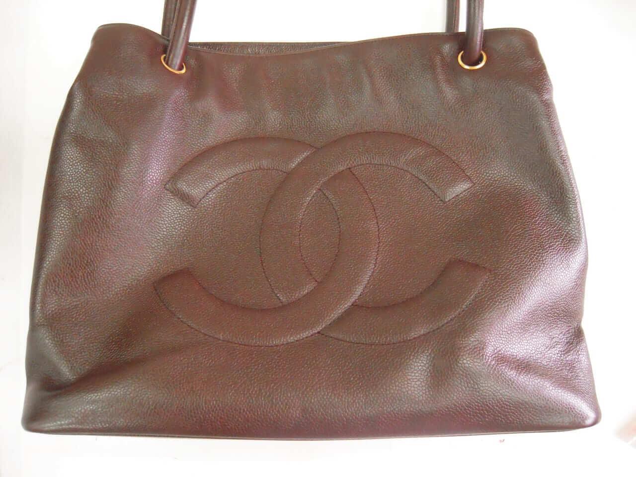 シャネル ショルダーバッグの色修復 <p>かなり使い込んでずっとしまっておいたバッグ。ベーシックケアで見違えるように綺麗になったと喜んで頂きました。</p>