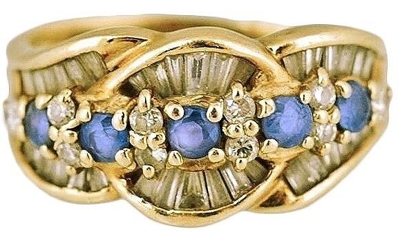 K18 サファイア&ダイヤリングの新品仕上げ <p>バッグの色修復のついでにと新品仕上げのご依頼です。毎日着けていると全く気にならなかったのに戻って来た指輪を見てダイヤモンド本来の輝きに感激したとご連絡を頂きました。</p>