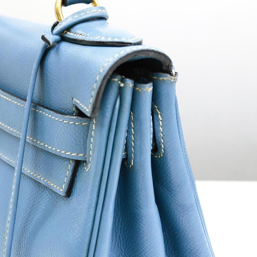エルメス ケリーの色修復|<p>かなり使い込んだ印象のあるケリーバッグ。再縫製不要でベーシックケアのみでも見違えるほど綺麗になりました。</p>